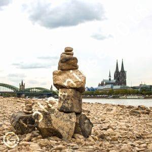 Steinmännchen am Rhein